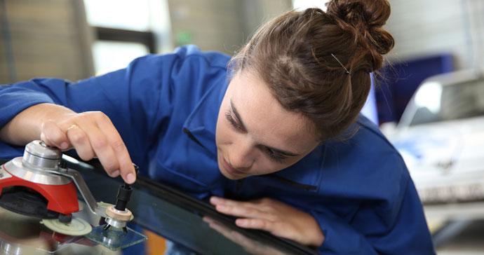 Technician fixing a car windshield chip
